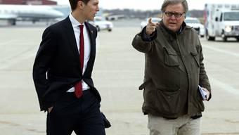 Trump-Schwiegersohn Jared Kushner (links) ist zu einem offiziellen Besuch im Irak eingetroffen. (Archivbild)
