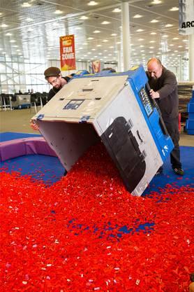 Rund 5 Millionen Legosteine befinden sich in der Messehalle. Kenneth Nars