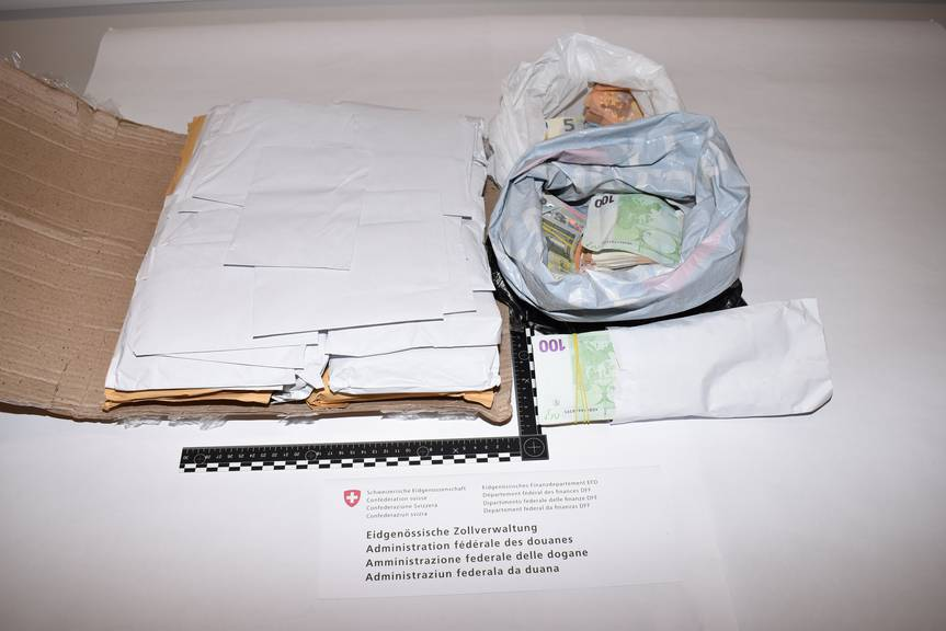 Das Bargeld war in Couverts, die mit Namen und Adressen angeschrieben sind. (Bild: EVZ)
