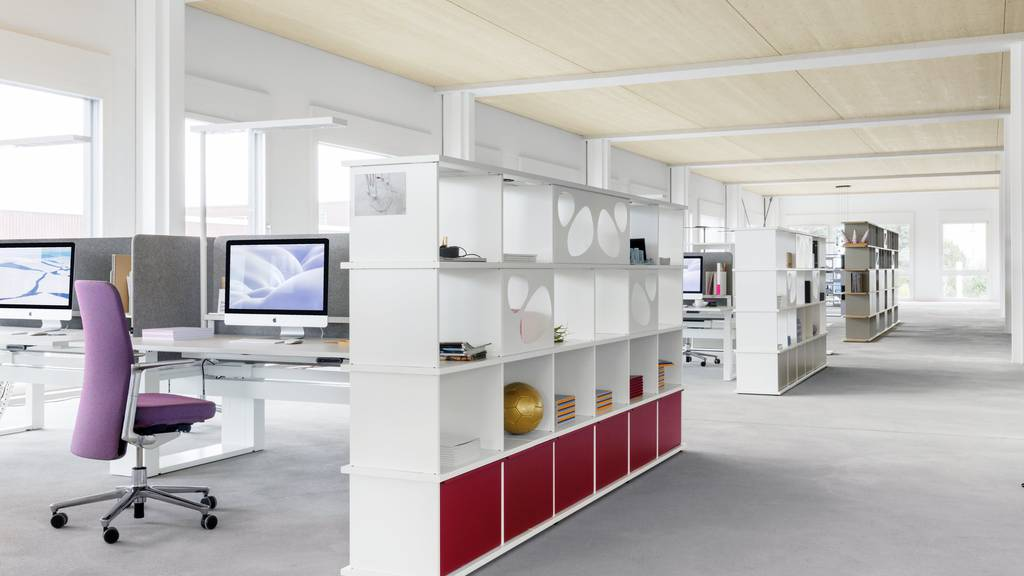 Lista Office Group stellt Büromöbel her.