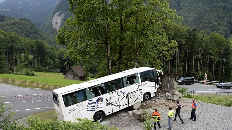 Dieser Reisecar ist am 17. Juni im Engelbergertal wegen defekter Bremsen verunglückt, wie die technische Untersuchung ergeben hat. Noch immer befinden sich zwei Passagiere in Spitalpflege.