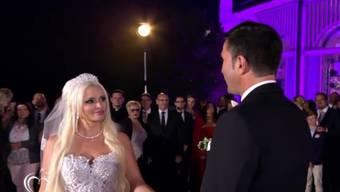 Daniela Katzenberger und Lucas Cordalis am Samstag beim Austausch der Ehegelöbnisse. (Bild RTL)