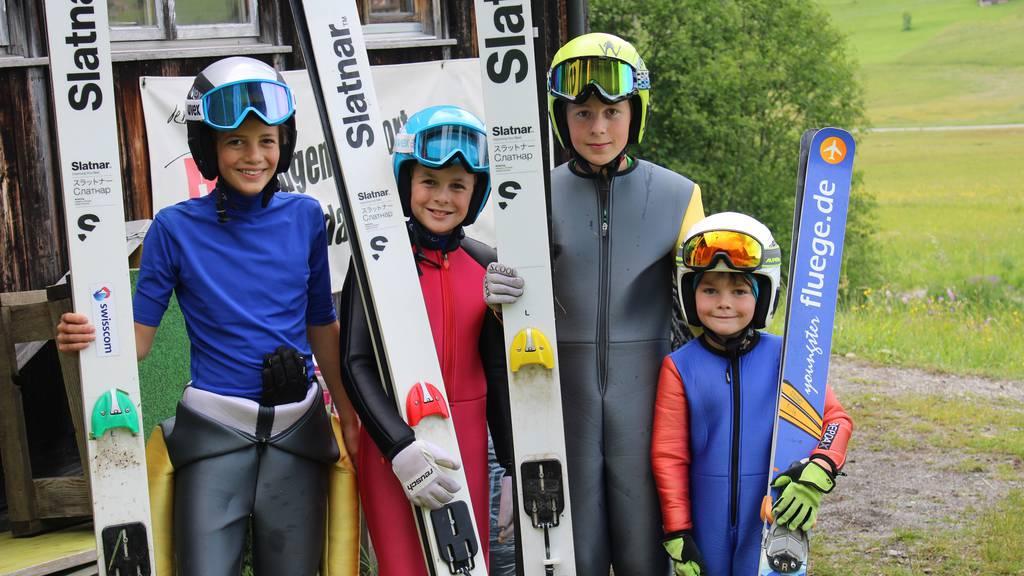 «Yes, ich fliege» – Simon Ammanns Nachwuchs trainiert in Wildhaus