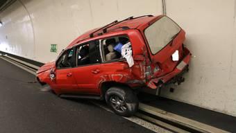 Das verunfallte Fahrer des Lenkers. Er und seine Freundin haben vorher Drogen eingenommen.