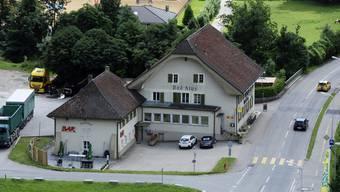 Das «Bad Klus»: Zum Betrieb gehört ein Saal im oberen Geschoss des Anbaus, die Bar darunter wird separat geführt.