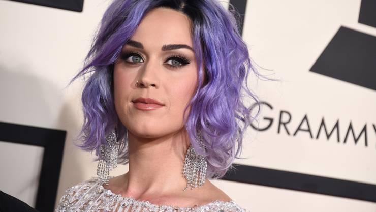 US-Sängerin Katy Perry kommentiert die Eifersüchteleien ihrer Kolleginnen Taylor Swift und Nicki Minaj auf Twitter.