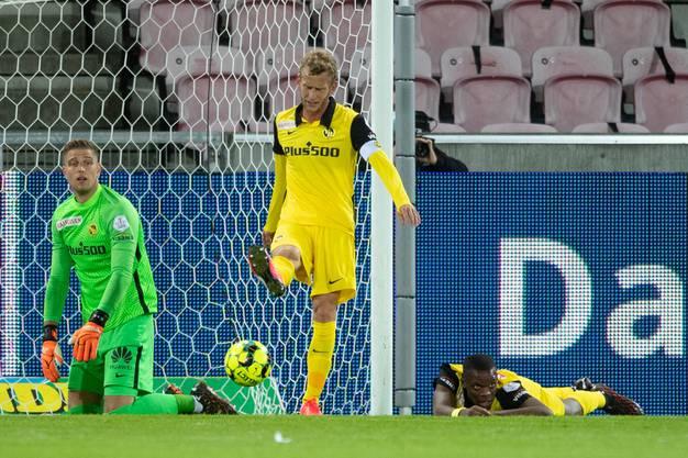 Antreiber ohne Wirkung: YB-Captain Fabian Lustenberger (Mitte) unmittelbar nach dem 0:2.