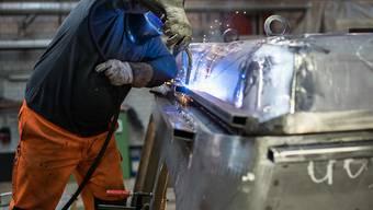 Weil mittlerweile drei Viertel der Erwerbstätigen in Dienstleistungs- und nicht mehr in Industrieberufen arbeiten, fordert der Schweizerische Gewerbeverband flexiblere Arbeits- und Pausenmodelle. (Archivbild).
