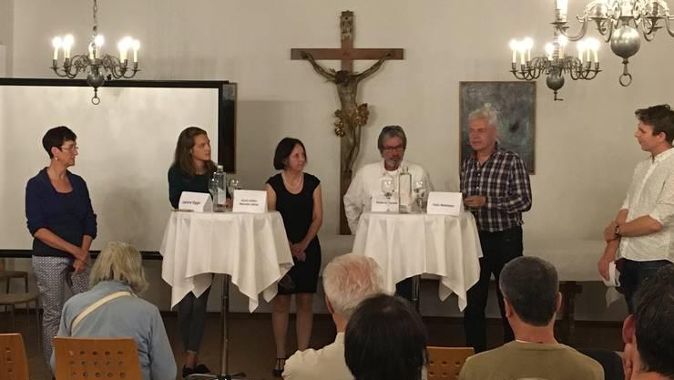 (v.l.n.r.) Maya Rechsteiner (Präsidentin SP Rodersdorf), Janine Eggs (Nationalratskandidatin GPS), Karin Kälin (Nationalratskandidatin SP), Roberto Zanetti (Ständeratskandidat SP), Felix Wettstein (Ständeratskandidat GPS), Florian Lüthi (Präsident Grüne Partei Dorneck-Thierstein)