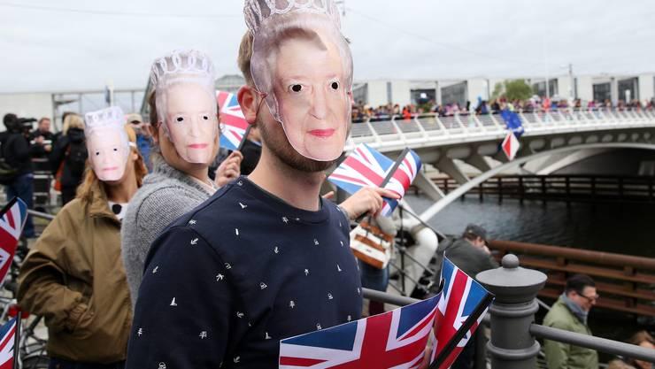 Fans warten auf die Queen