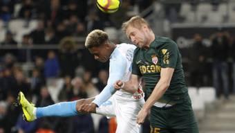 Ausgeglichenes Duell in Marseille: OM-Spieler Clinton Njie (links) im Duell mit Monacos Abwehrschef Kamil Glik