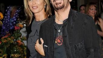 Musiker Ringo Starr und seine Frau Barbara Bach im Hard Rock Cafe am Times Square