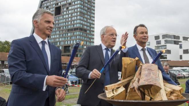 Entzündeten gestern das «liberale Feuer»: Bundespräsident Burkhalter, Bundesrat Schneider-Ammann, Parteipräsident Müller (v. l.).