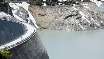 In den Hitzewochen sanken die Pegel der Stauseen in der Schweiz auf einen Rekordtiefstand.