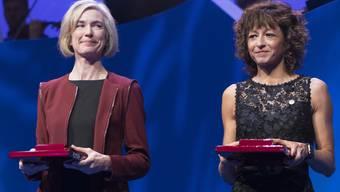 Bereits mehrfach ausgezeichnet: Biochemikerin Jennifer Doudna  und die Mikrobiologin Emmanuelle Charpentierbei der Verleihung des Kavli Prize in Oslo  2018