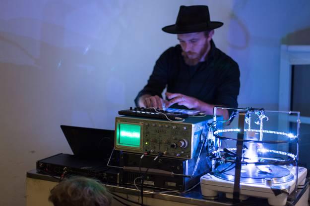 RUMORI (Timo Ullmann und Micha Bietenhader) verwandeln Licht in Ton