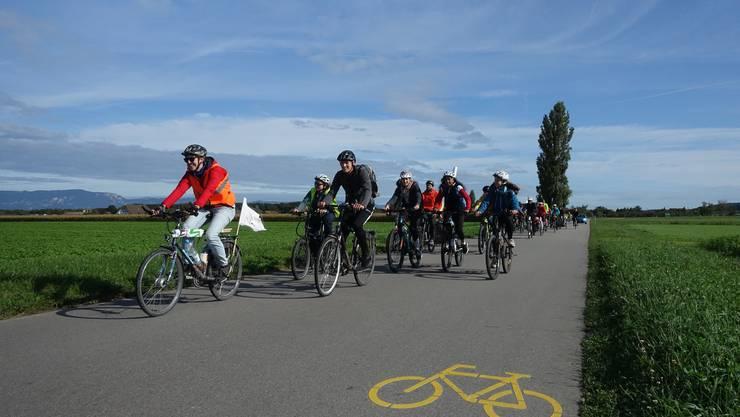 35 Menschen machten sich um 6 Uhr morgens in Olten auf den Weg nach Bern. (Foto: Raphael Schär)