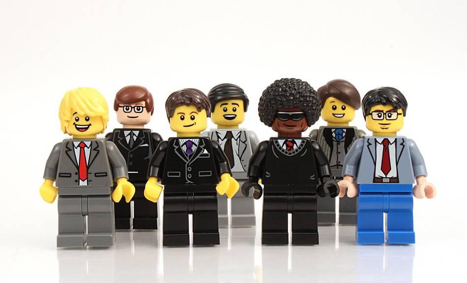 Die Lego-Figuren greifen immer auch aktuelle Themen auf. Hier sind es einfach ein paar Businessmänner. (Bild: iStock)