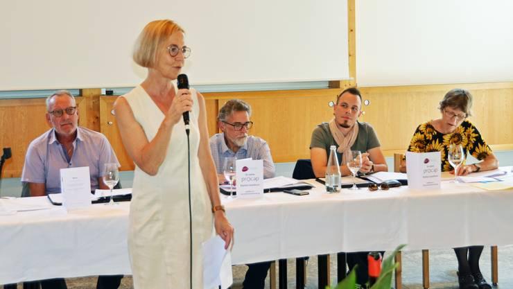 Regierungsrätin Susanne Schaffner spricht zu den Anwesenden