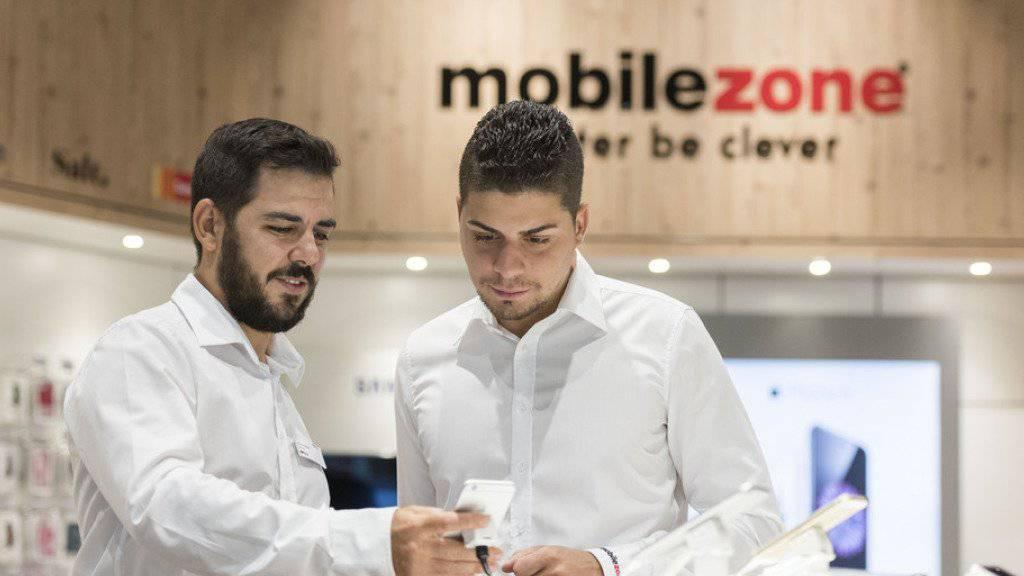 Der Handyanbieter Mobilezone hat seine Verkäufe 2015 mehr als verdoppelt.