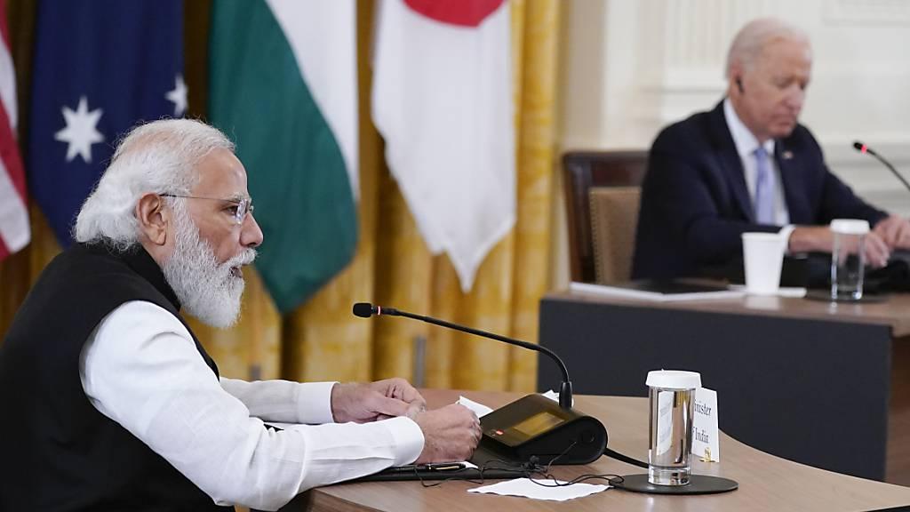US-Präsident Joe Biden (r) bei einem Gipfeltreffen neben Narendra Modi (l), Premierminister von Indien, im Weißen Haus. Foto: Evan Vucci/AP/dpa
