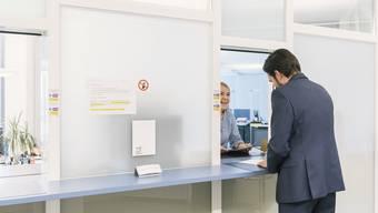 Ab dem 22. Juni sind die Schalter der Kantonsverwaltung wieder normal geöffnet. Masken werden verteilt, wenn der Spuckschutz und der Mindestabstand nicht gewährleistet werden können. (Symboldbild)