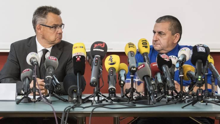 Riesiges Medieninteresse in Schaffhausen: Sticher und Landolt am Tag nach der Festnahme.