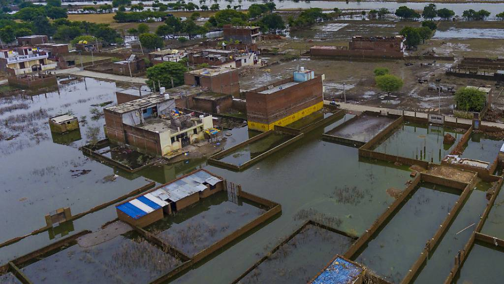 Mindestens hundert Tote durch Monsunregen