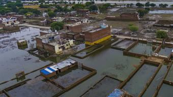 Verheerende Fluten nach tagelangen Monsun-Regen in Indien. Mindestens hundert Personen kamen ums Leben.