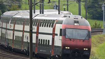Die 341 Doppelstockwagen des Typs IC2000 werden ab 2019 komplett modernisiert. (Archivbild)