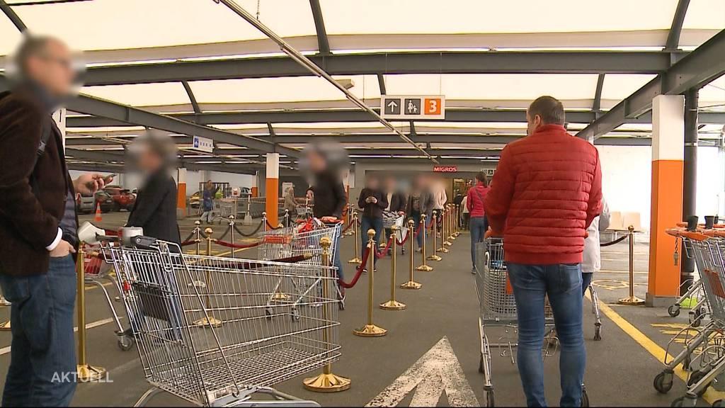 Trotz Empfehlung des Bundesrats: Senioren kaufen weiter ein