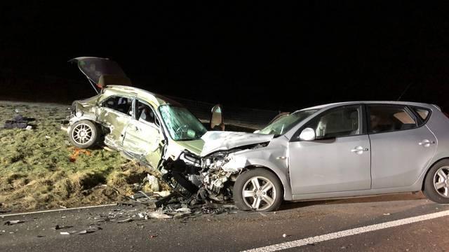 Ricken SG: Beifahrerin stirbt bei Verkehrsunfall
