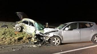 Tragischer Unfall am Dienstagabend zwischen Ricken und Wattwil im Kanton St. Gallen. Eine 22-Jährige kommt dabei ums Leben.