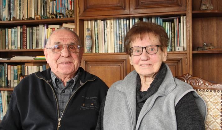 2018: Fritz und Susi Knöpfel sitzen in ihrem Bremgarter Wohnzimmer und erzählen gerne von ihren unzähligen Bergtouren.
