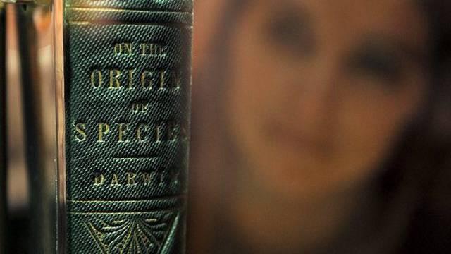 """Das berühmte Buch von Charles Darwin: """"Über die Entstehung der Arten"""" (Archiv)"""