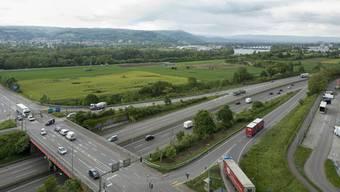 Entwicklungsgebiet Salina Raurica: Im Vordergrund das von Coop belegte Areal, auf dem aktuell bereits gebaut wird. Im rechten Bildhintergrund sind das Rheinkraftwerk Augst sowie das Prattler Längi-Quartier zu erkennen.