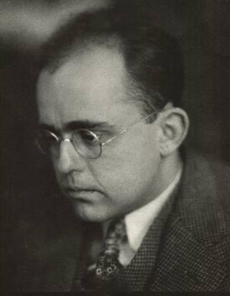 Der deutsche Kunsthändler arbeitete im Auftrag des Nazi-Regimes. Den Maler Karl Ballmer unterstützte er und war mit ihm freundschaftlich verbunden.