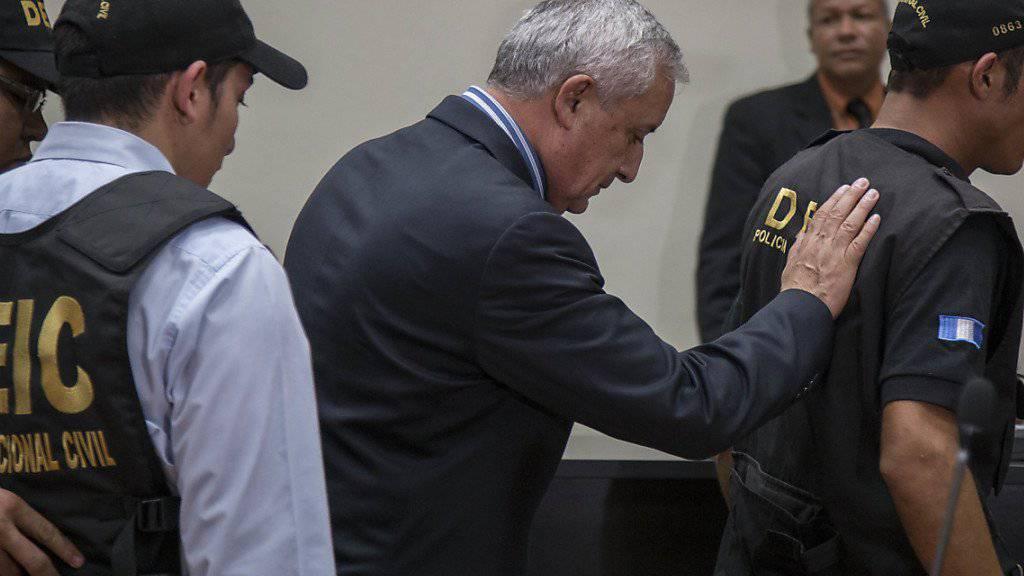 Der ehemalige Präsident Guatemalas, Otto Perez, wird der Korrpution verdächtigt. Vor allem aus seiner Partei sind kurz nach Beginn der neuen Legislatur schon zahlreiche Parlamentarier zu anderen Gruppierungen übergelaufen. (Archivbild)