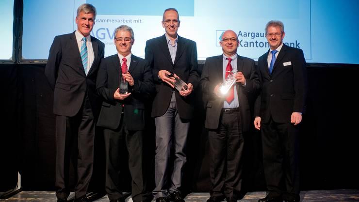 Die Sieger aller Kategorien: AKB-CEO Rudolf Dellenbach, Patrice Obrecht (Obrecht AG), Heinz Zumsteg (Robidog AG) und Eörs Kondorosy (Evatherm AG), v.l.n.r.