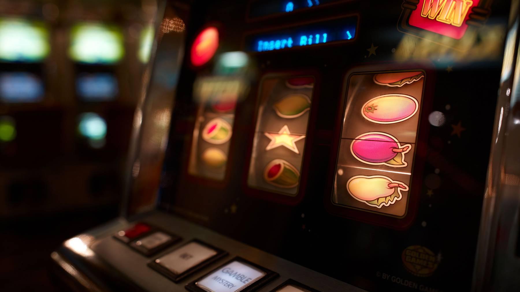 An diesem Automaten spielte die Frau.