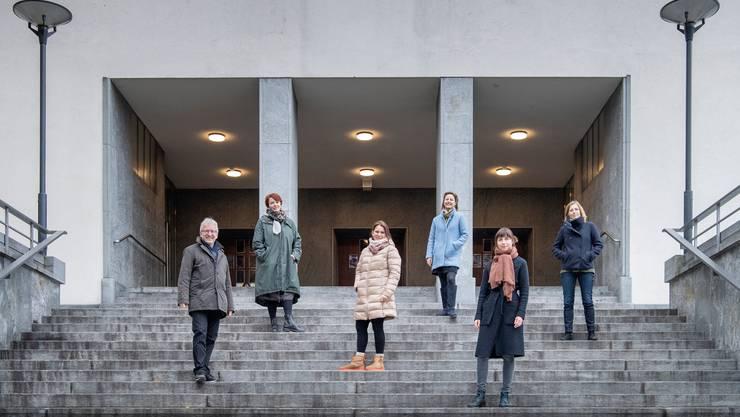 """Die Dirigentin Ulrike Grosch (auf dem Bild ganz rechts) gehört zur Gruppe von Musikern, die die """"Kleinen Konzerte Luzern"""" organisiert."""