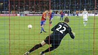 Per Penalty gelang Marco Streller das 1:2. Kurz danach erzielte er auch noch das 2:2.