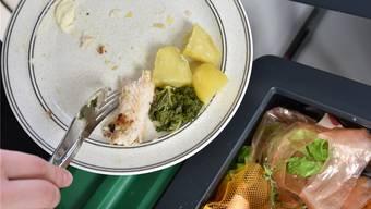 Etwa ein drittel aller Lebensmittel landen in der Schweiz im Müll. Der Kantonsrat möchte mit einer Standesinitiative dagegen vorgehen. (Symbolbild)