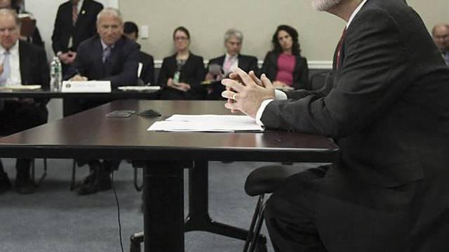 Fed-Chef Bernanke muss sich US-Senat fügen