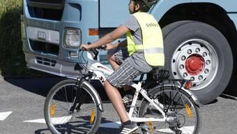 Vor allem bei Kinder ist das Tragen eines Helmes besonders wichtig, weil sie noch nicht so viel Erfahrung im Verkehr haben und ihre motorischen Fähigkeiten noch nicht voll entwickelt sind. (Archivbild)