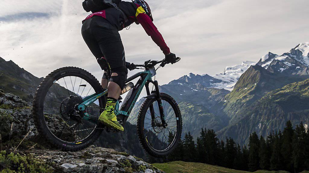Nicht für Anfänger geeignet ist die Tour Mont-Blanc, die über 300 Kilometer Gesamtlänge und 12'000 Meter Höhendifferenz von Verbier nach Courmayeur (I) und Chamonix (F) zurück ins Wallis führt.
