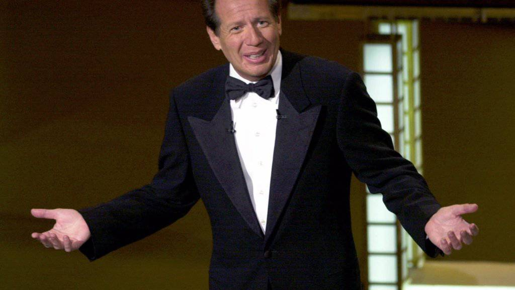 Garry Shandling als Moderator der Emmy Awards 2000. Der US-Komiker starb nach Medienberichten nach einem Herzinfarkt. (Archivbild)