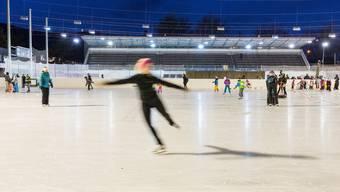 Mit dem Eislaufen ist bald Schluss: Ab Mai 2018 wird das «Tägi» für rund eineinhalb Jahre saniert. Der Eisbereich und auch das Hallenbad werden dann geschlossen. Severin Bigler