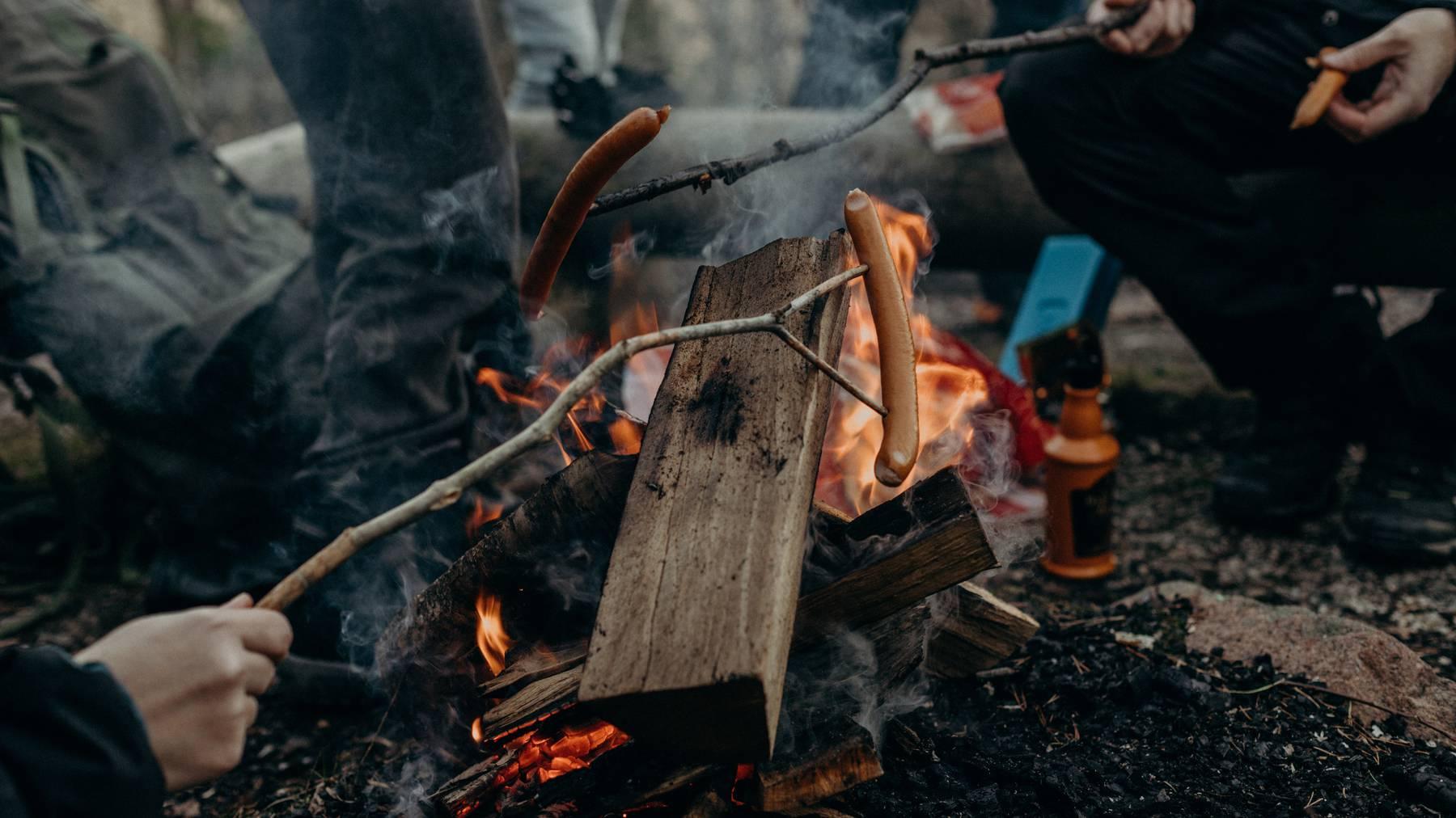 Feuer entfachen und «brötle» - allseits beliebt!