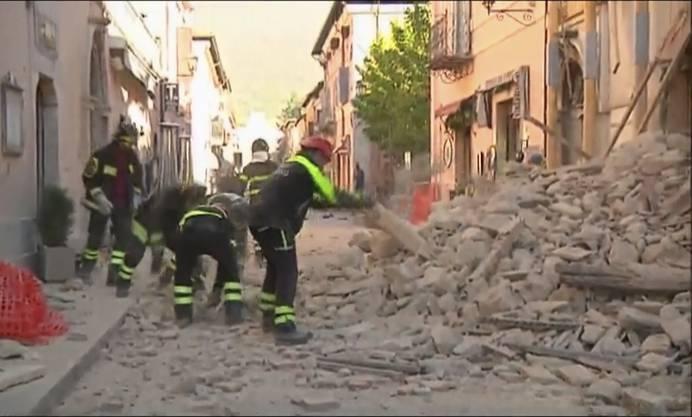 Zunächst gab es keine Berichte über Schäden oder mögliche Verletzte.